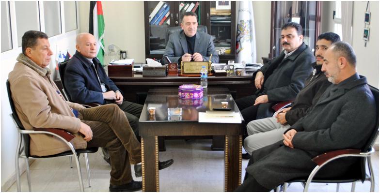 وفد من جهاز الضابطة الجمركية تقدم التهاني الى رئيس البلدية أ. عبد الكريم زبيدي بمناسبة استلامه مهام رئيس بلدية سلفيت